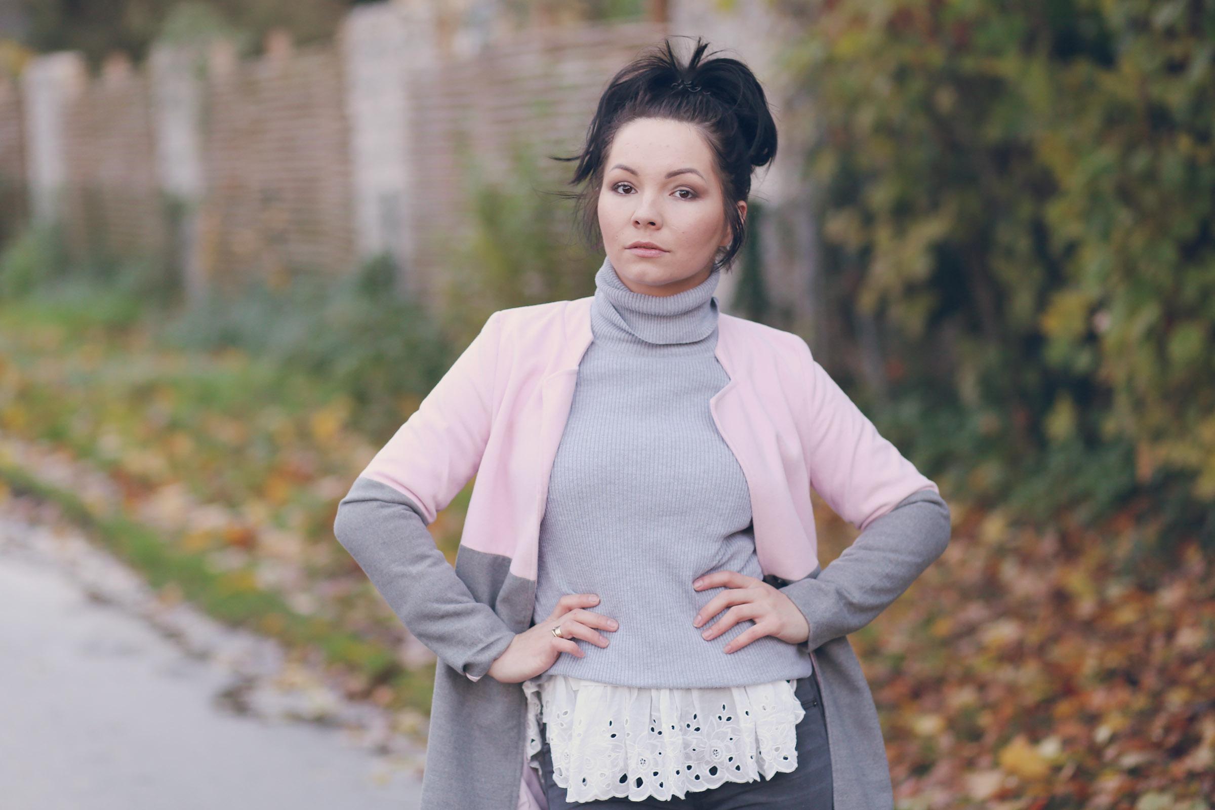 szaro-różowy płaszcz